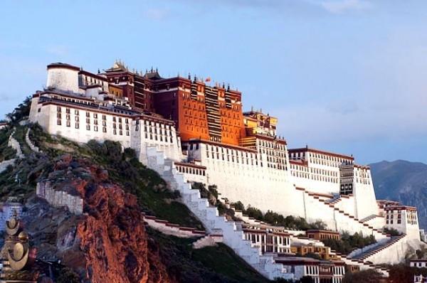 Более 15 миллионов туристов посетили Тибет