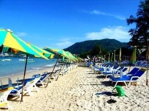 На пляжах Пхукета туристов попросили воздержаться от выпивки
