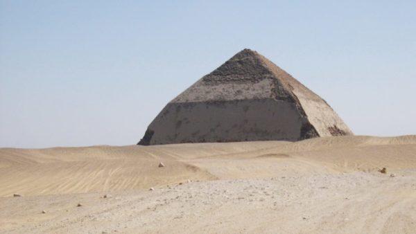 ломаная пирамида в дашуре